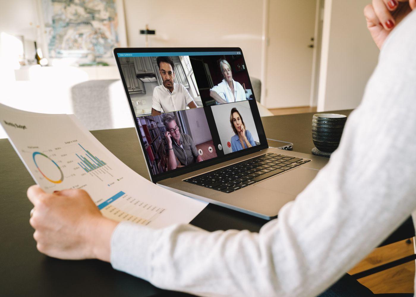 reunião de trabalho via computador