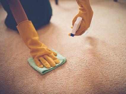lavar tapetes em casa