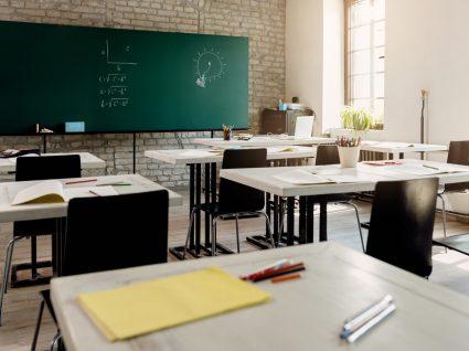 sala de aula a representar o sistema educativo português