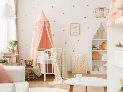quarto de bebé decorado com os indispensáveis