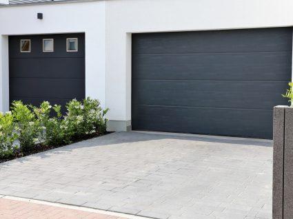 portão da garagem de uma casa