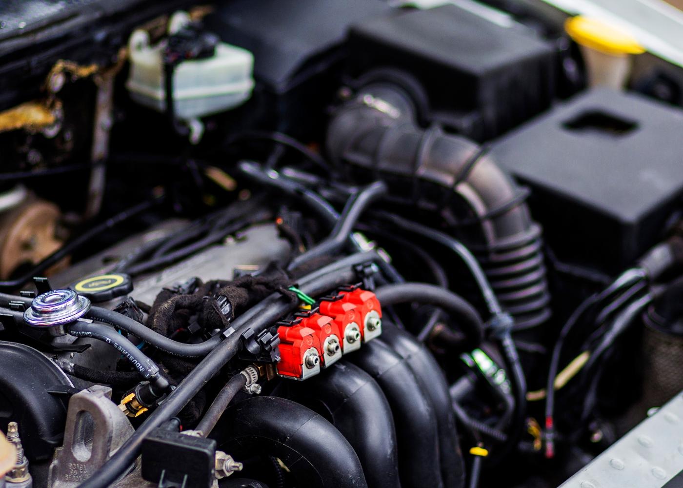 motor de um carro com problemas nos injetores