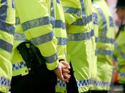 jovens a fazer carreira na polícia