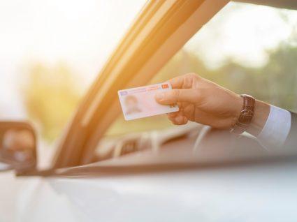 condutor a mostrar carta para evitar sanção acessória de inibição de condução