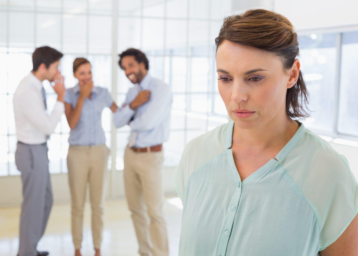 mulher a ser gozada por colegas de trabalho