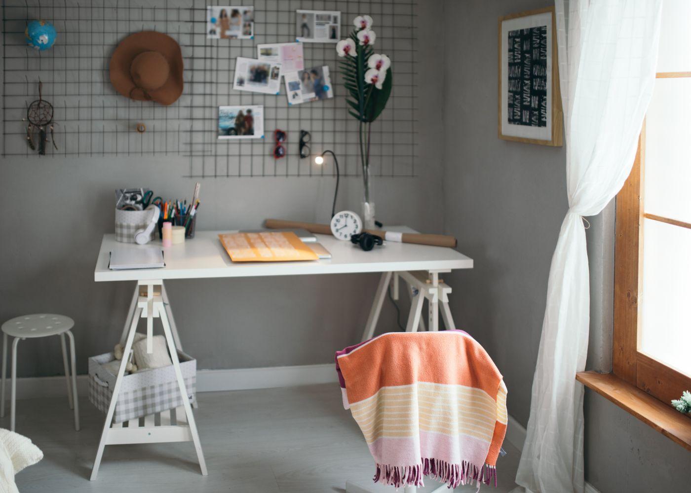 espaço de estudo organizado em casa