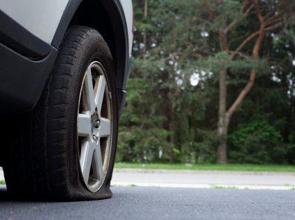 carro com pneu furado