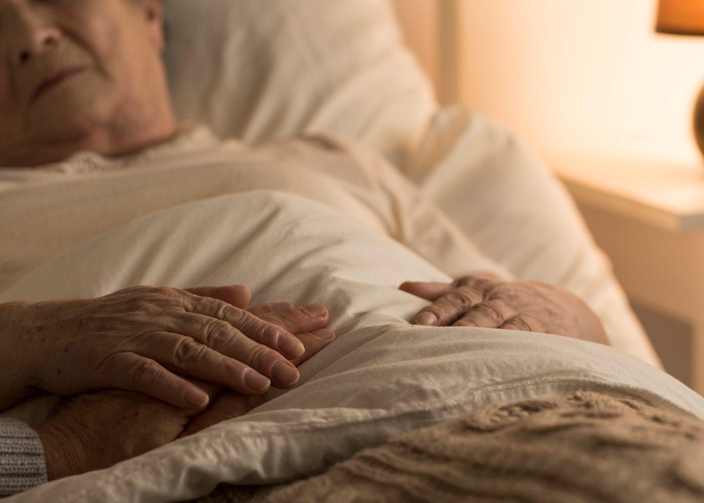 pessoa idosa a morrer em hospital