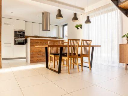 casa moderna com cozinha e sala em open space