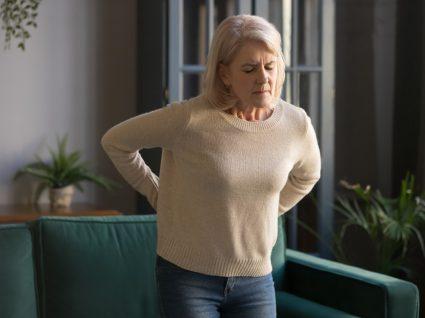 Mulher com sintomas de fibromialgia
