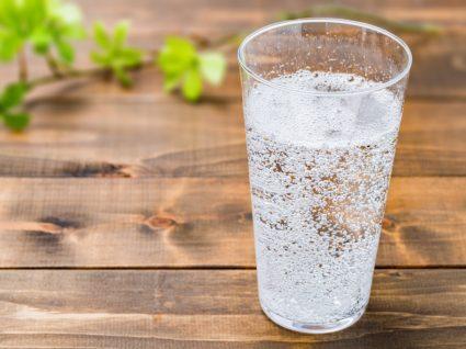 Copo de água com gás