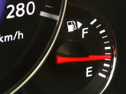 painel a mostrar nível de combustível