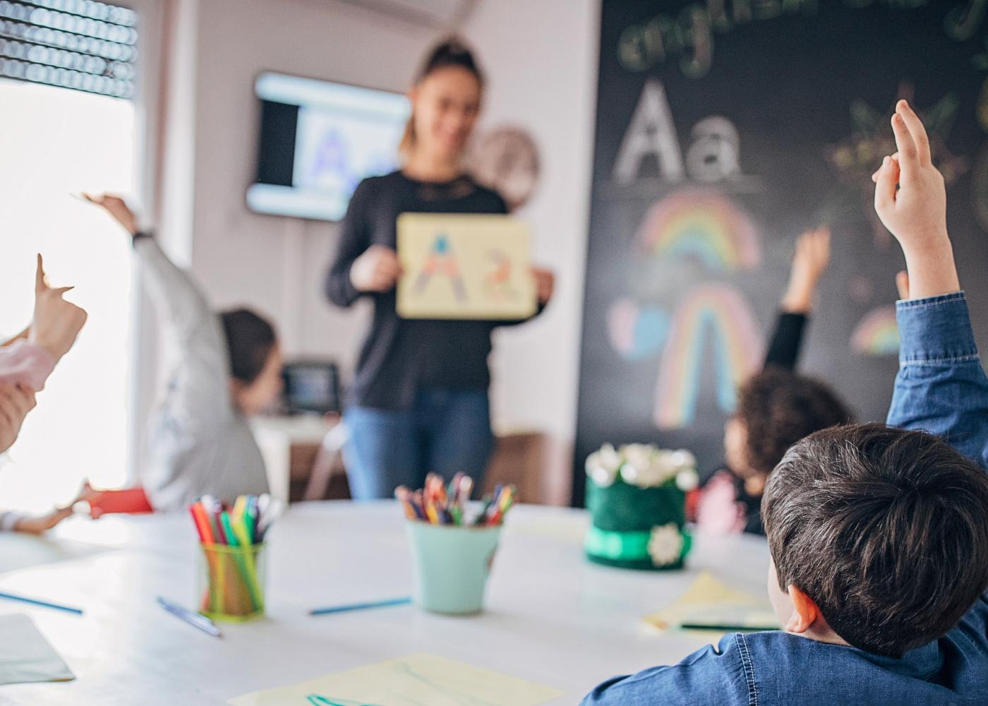 Crianças numa aula de apoio ao estudo