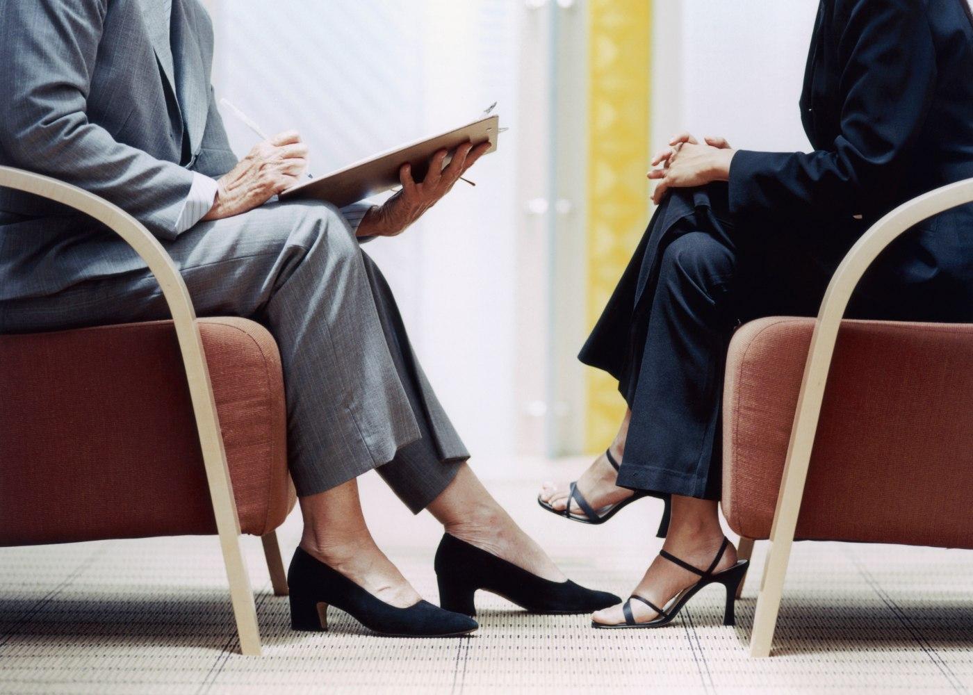 mulher a ser entrevistada para emprego