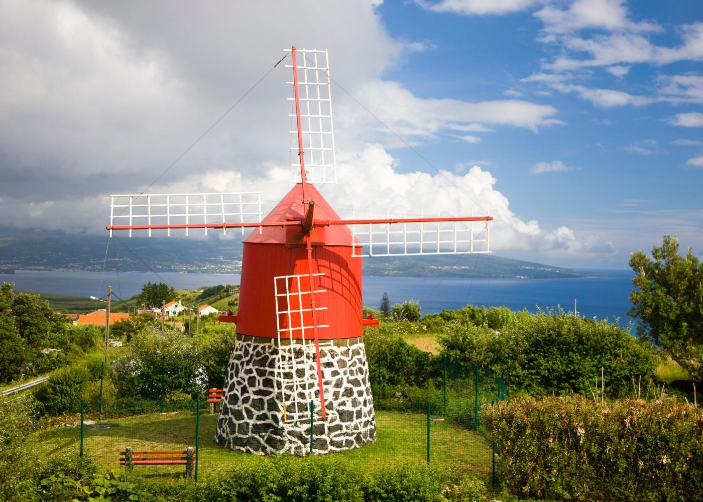 moinhos com cúpula vermelha Açores