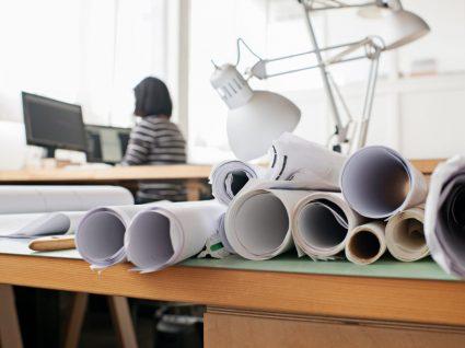 mulher arquiteta a trabalhar: uma das profissões liberais