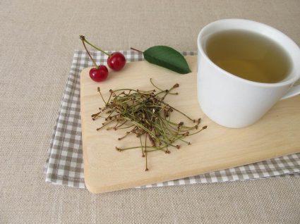 Chávena de chá de pés de cereja