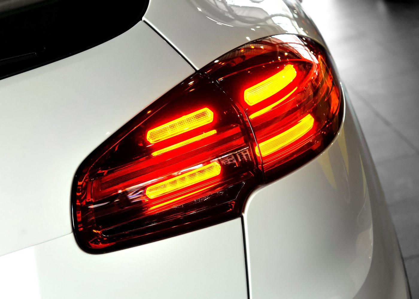 luzes traseiras de um carro