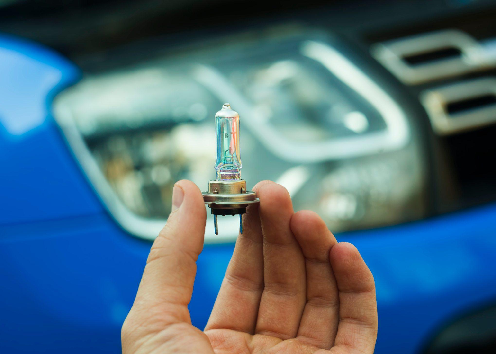 verificar lâmpada h7 para preparar o carro para o inverno
