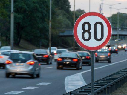 sinal a alertar limite de velocidade