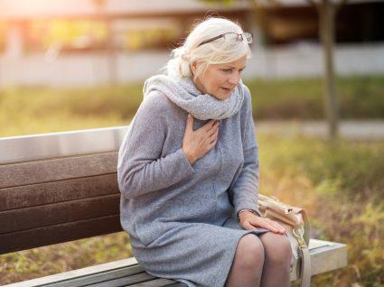 Mulher em risco de ataque cardíaco