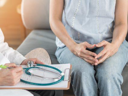doente crónica em consulta no médico
