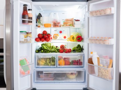 eliminar o mau cheiro do frigorífico