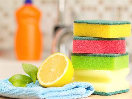 como lavar a esponja da cozinha