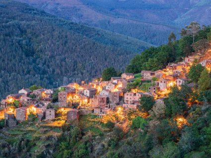 Vista nocturna da aldeia de Talasnal