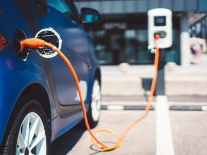 um dos carros elétricos mais baratos a carregar