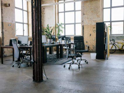 escritório vazio por despedimento coletivo