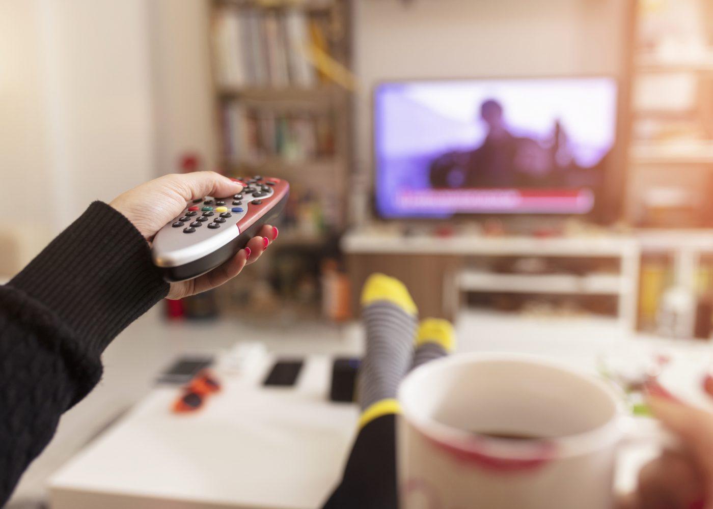 distância correta entre a TV e o sofá