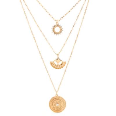 conjunto de colares dourados