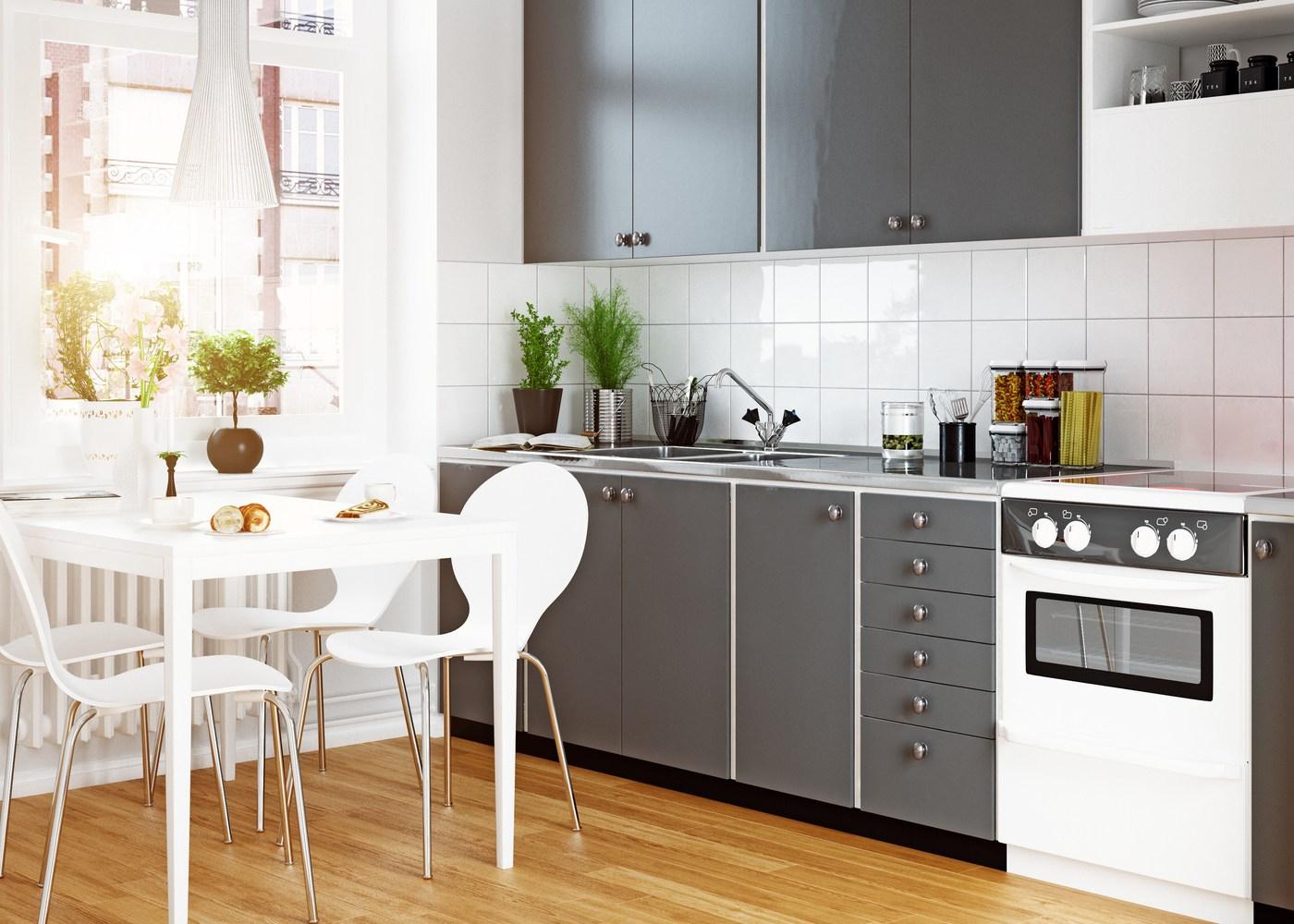 cozinha moderna em tons de branco e cinzento