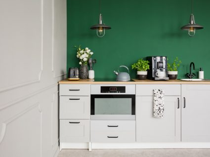 cozinha moderna branca e verde