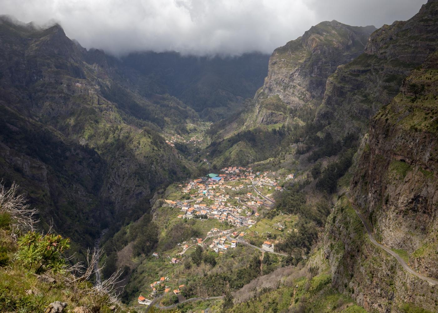 Paisagem sobre Curral das Freiras na Madeira