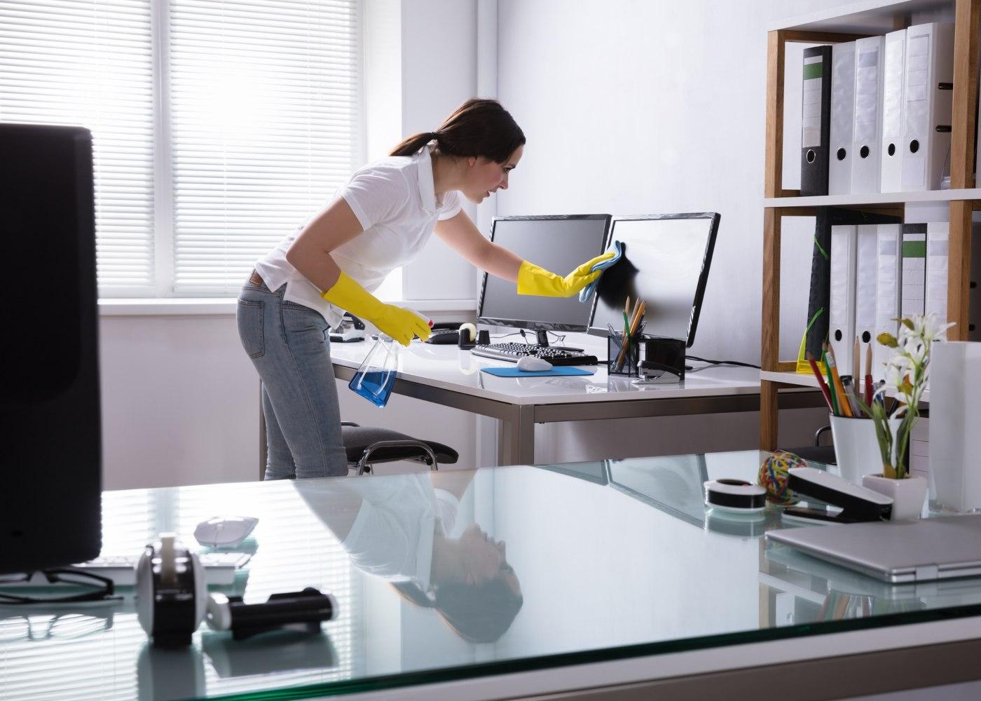desinfeção de escritório no âmbito da higiene e segurança no trabalho