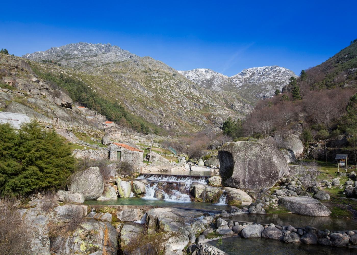 Paisagem rio Loriga na Serra da Estrela