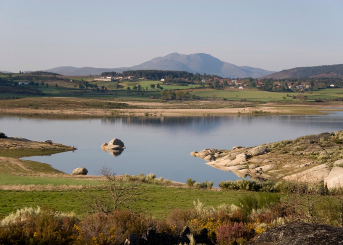 Paisagem sobre a aldeia de Vilarinho de Negrões em Montalegre