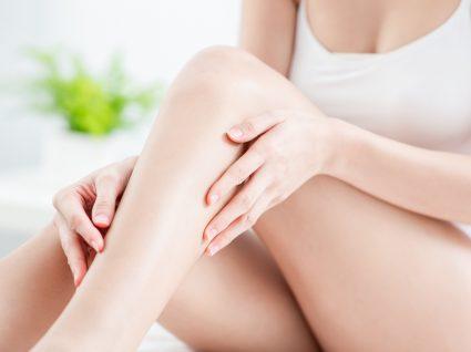 Mulher com pernas brancas