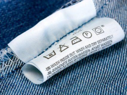símbolos de lavagem na etiqueta das roupas