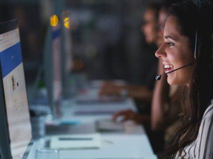 funcionária de call center que recebe subsídio de turno