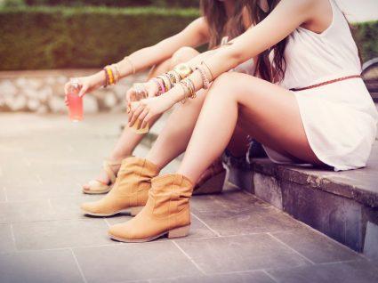 Mulher a usar botas no verão