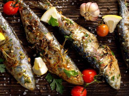sardinhas assadas numa grelha