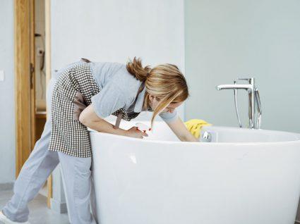 eliminar manchas amarelas da banheira