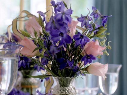 jarra com flores de verão para decoração