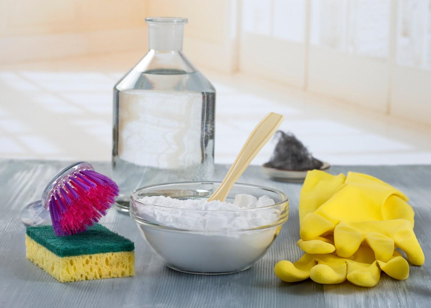 bicarbonato de sódio e outros produtos de limpeza