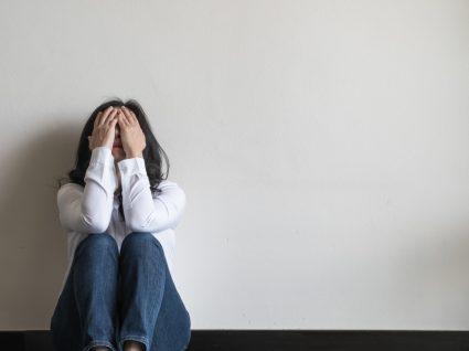 Mulher com ansiedade e depressão