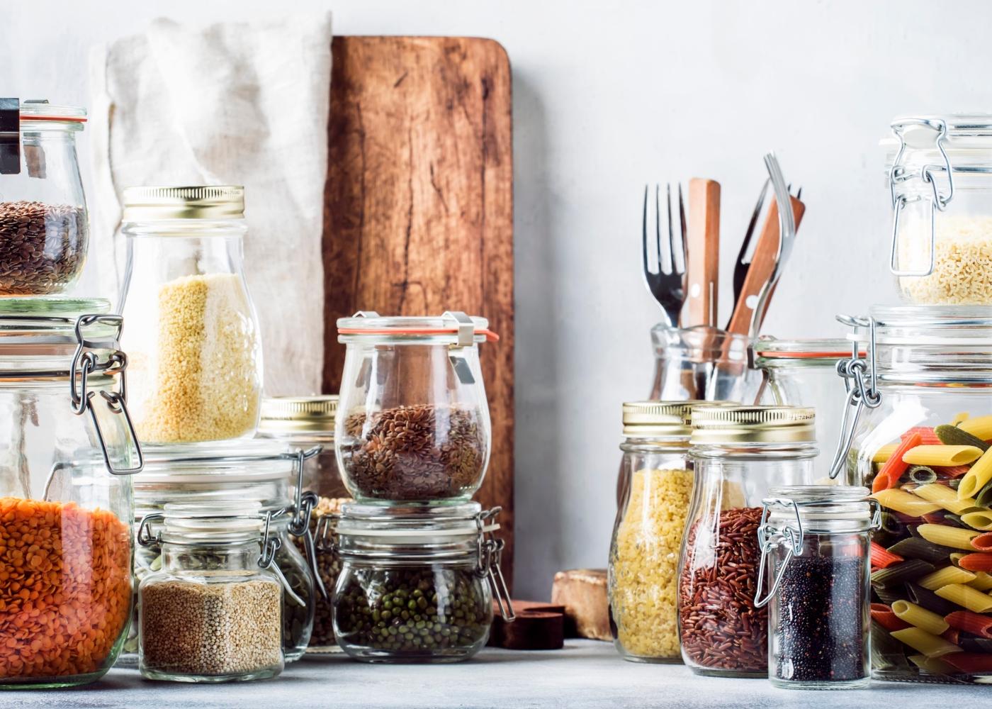 produtos alimentares guardados em frascos