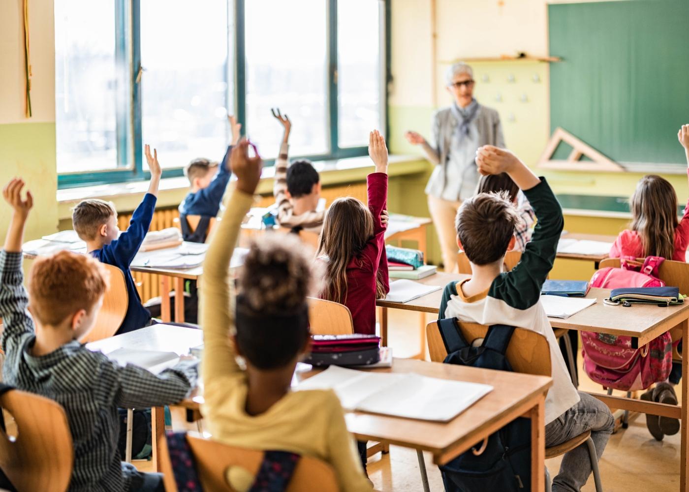 alunos com aproveitamento escolar numa aula